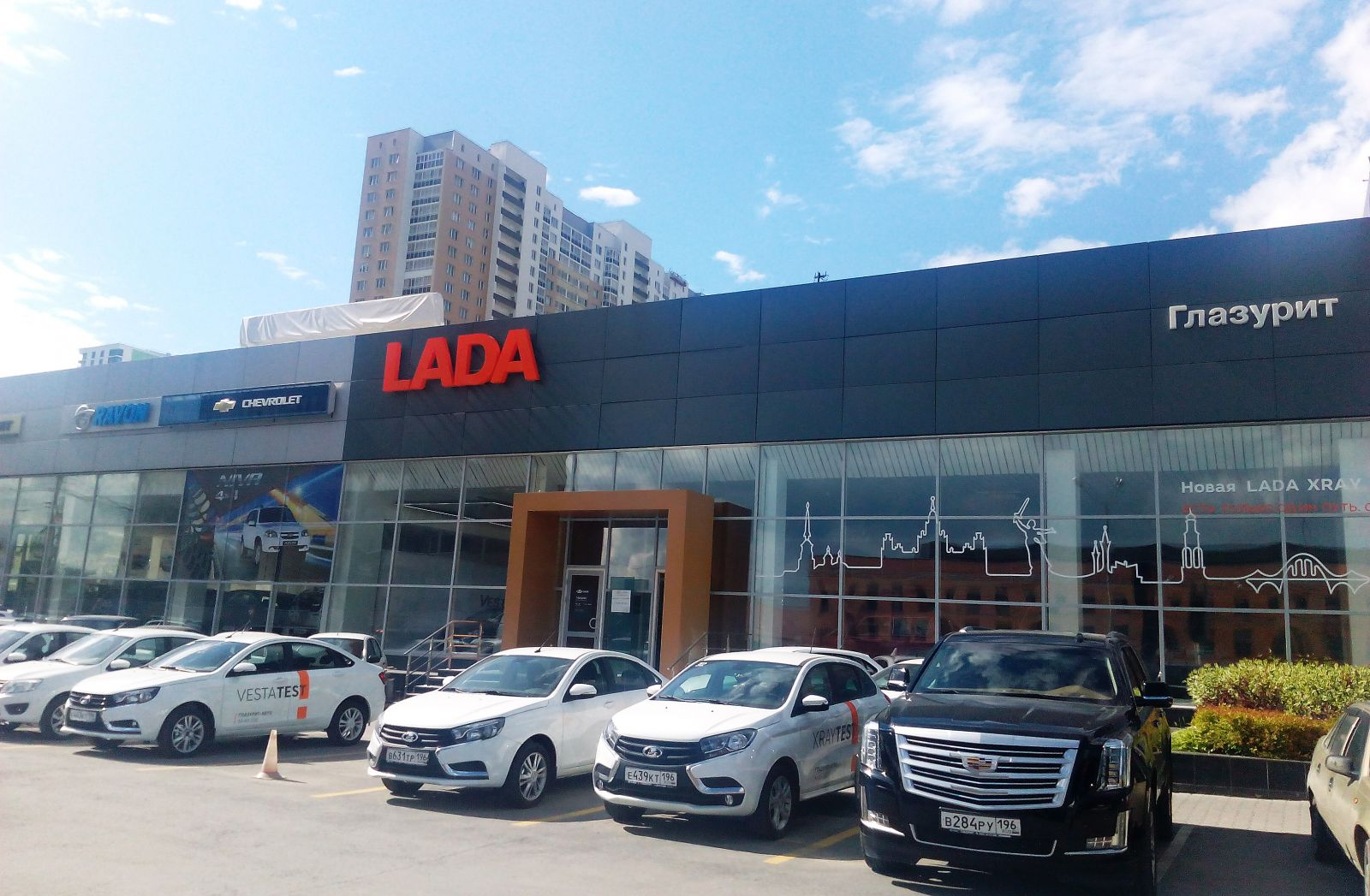 ГЛАЗУРИТ - официальный дилер Лада Веста СВ Кросс в Екатеринбурге