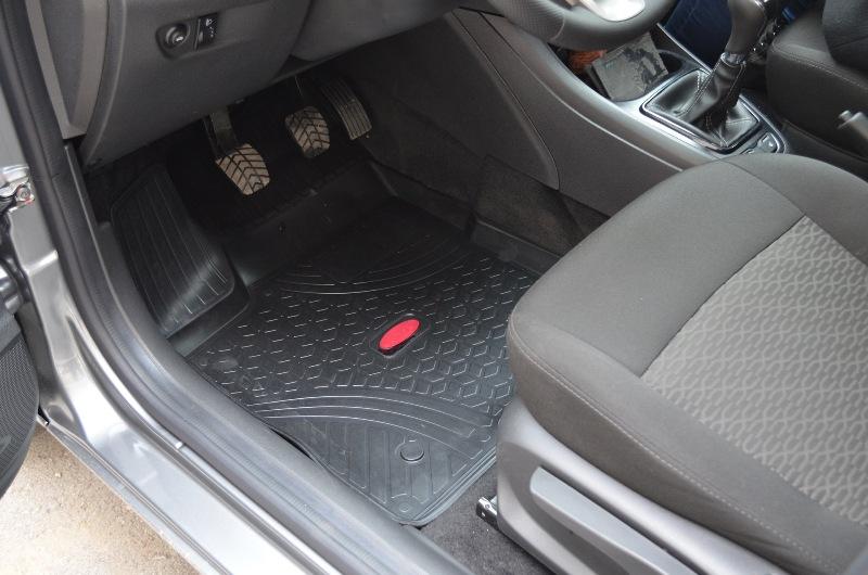 Резиновые ковры в салон Лада Веста СВ Кросс