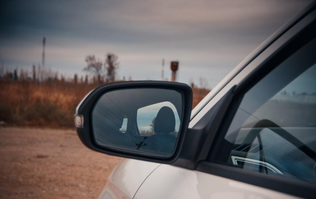 Дребезг и свист боковых зеркал - серьезный недостаток Лада Веста СВ кросс 2017-2018