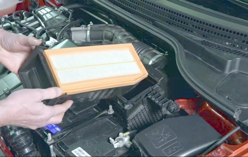 Замена воздушного фильтра на автомобиле Лада Веста