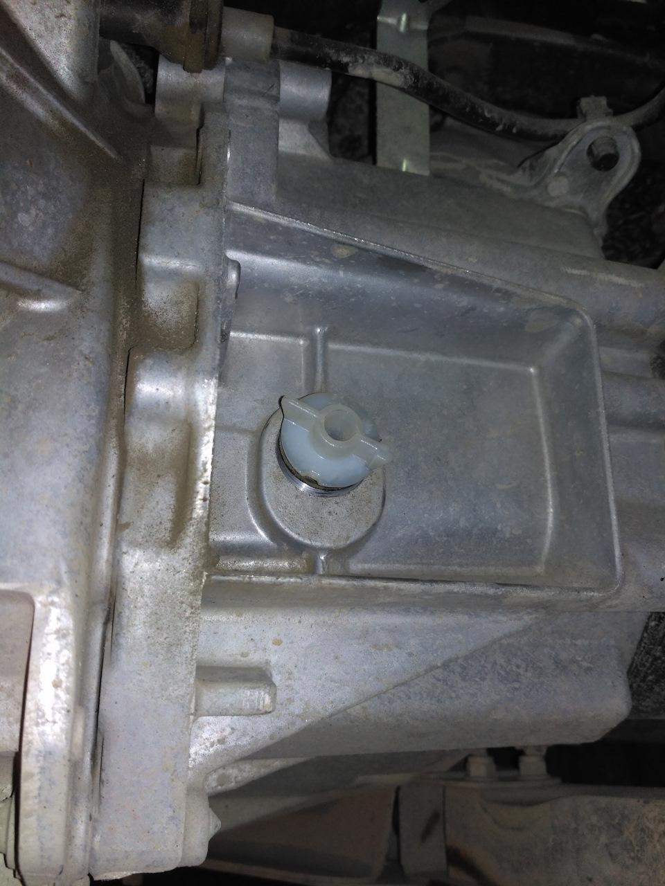 Контрольная пробка для замены масла в МКПП Лада Веста
