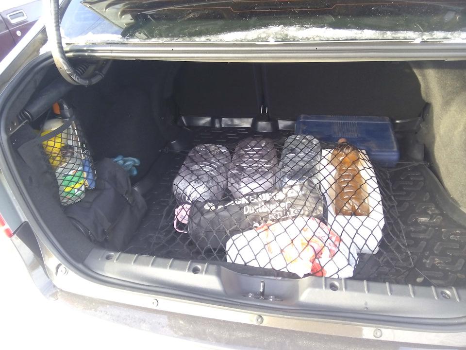 реальности в багажнике Лада Веста СВ Кросс сетка выглядит вот так