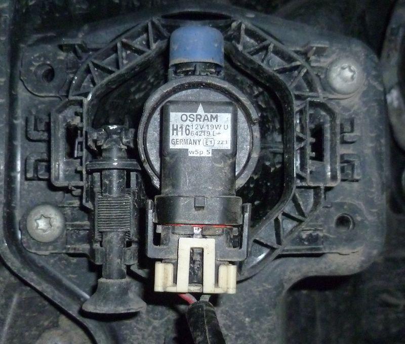 Замена лампы противотуманной фары (ПТФ) Лада Веста